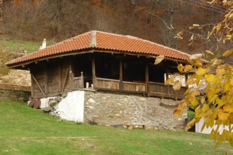 један од мањих манастирских конака, новембар 2014.